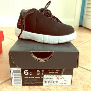Jordan TE Black/White Toddler Size 6c